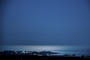 Astrofotografa Alessia Scarso astrofotografia Sampieri Scicli Fornace Penna mannara di Montalbano stabilimento bruciato paesaggio notturno luna su mare