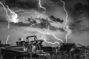 Astrofotografa Alessia Scarso astrofotografia fulmini lampi temporale su barche isola di Salina eolie