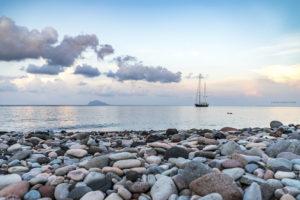 Astrofotografa Alessia Scarso astrofotografia paesaggio mare barca isola di Salina eolie