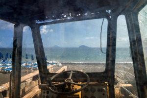 Astrofotografa Alessia Scarso astrofotografia paesaggio finestra trattore mare isola di Salina eolie strombboli panarea