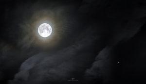 Alessia Scarso astrofotografa astrofotografia luna piena alone lunare giove e satelliti