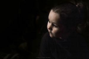Alessia Scarso fotografa Fotografia ritratto volto di bambina con luce caravaggesca