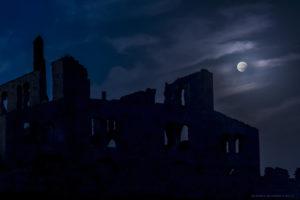 Astrofotografa Alessia Scarso Astrofotografia eclissi di luna parziale su Fornace Penna, esempio di archeologia industriale, conosciuta come Stabilimento Bruciato o Mannara di Montalbano