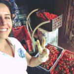 Regista italiana donna Alessia Scarso tradizioni popolari pomodoro in bottiglia conserva