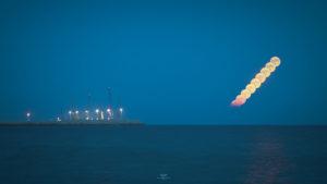 Alessia Scarso astrofotografa moontrail porto di pozzallo maganuco mare cielo