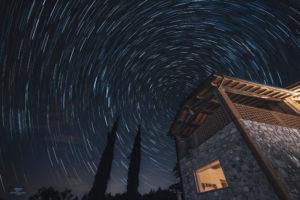 alessia scarso astrofotografa astrofotografia startrail casale umbria cipressi